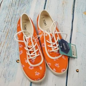 NWT TOMS FLOWER PRINT SHOES SIZE 7.5W